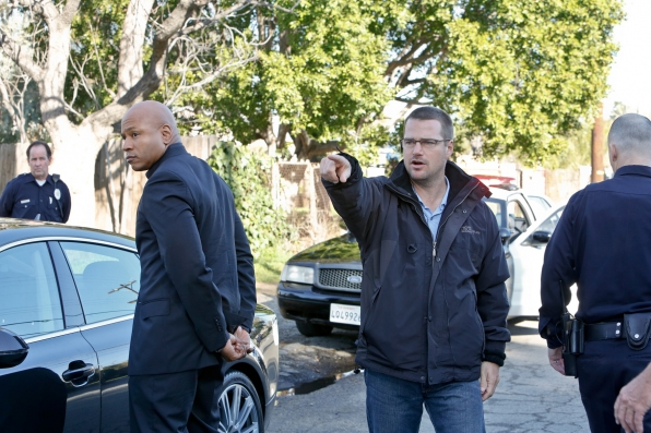 Chris O'Donnell directs LL Cool J in a scene from Wanted.