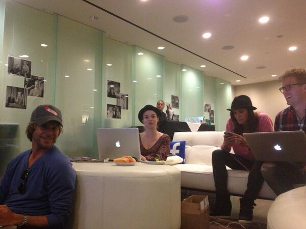 The cast tweeting live during the show.