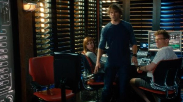 See... even Deeks freaks over Robot Hetty. I totally would as well !!