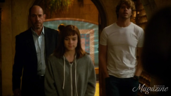 Granger acknowledging her good work and Deeks giving her his hoodie ?? Aww !!