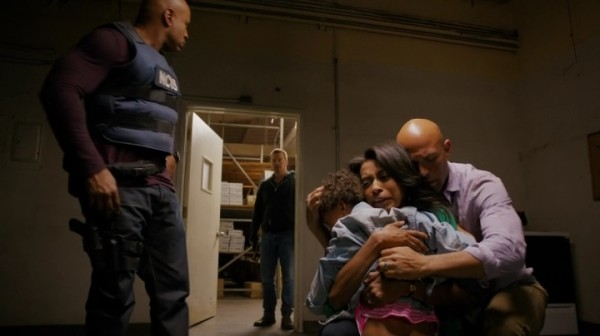 Happy End !! And I don't mean Callen & Deeks in the black hoodies... *smirk*