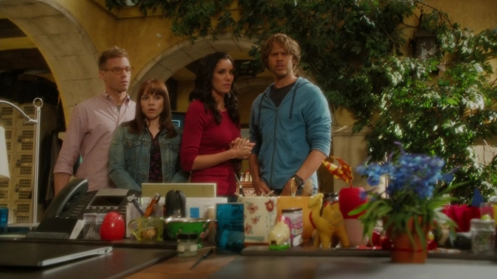 Why give Kensi a poisonous plant ?? Why give her a plant at all ?? Considerung her luck with them... LOL
