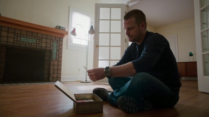 Before we go into the septh of hat's to come can we please appreciate that Callen eqipped his house with lamps, a cupboard, a desk and a chair ?? ;)