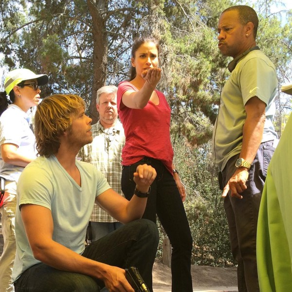 @EricCOlsen -- @themercedesmason discussing character motivation and film theory and me thinking about what kind of apples they have at craft service. #ifIknewthatsomeonewastakingthispictureIwouldhaveFlexed#NCISLA #season7