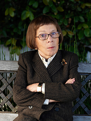 Linda Hunt Promo Picture